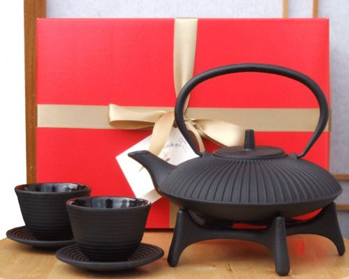 Gift Box - Zen Garden Tetsubin Cast Iron black teapot kettle  cups and star trivet -  0.8 litre Japa